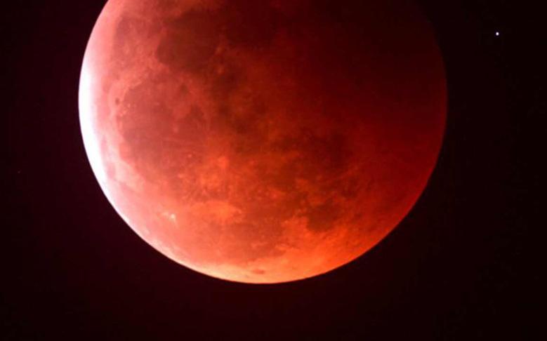LADEE Survives 'Blood Moon'